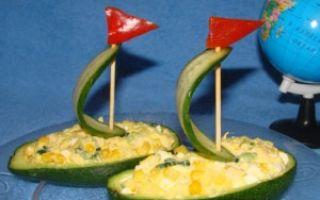 Салат из авокадо и кальмаров
