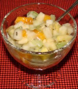 Фруктовый салат с йогуртом для детей