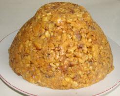 Муравейник можно выложить одним большим тортом, а можно порционно - небольшими муравейничками.
